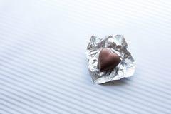 Σοκολάτα στη μορφή καρδιών στο άσπρο υπόβαθρο βαλεντίνος, αγάπη Στοκ εικόνα με δικαίωμα ελεύθερης χρήσης