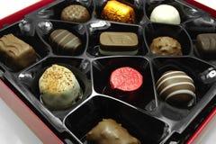 σοκολάτες κιβωτίων πέρα από το λευκό Στοκ εικόνα με δικαίωμα ελεύθερης χρήσης