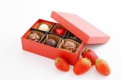 Σοκολάτες με τις φράουλες στοκ εικόνες