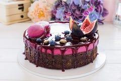 σοκολάτα κέικ που διακοσμείται στοκ εικόνα με δικαίωμα ελεύθερης χρήσης