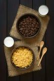 Σοκολάτα και απλές νιφάδες καλαμποκιού Στοκ Φωτογραφία