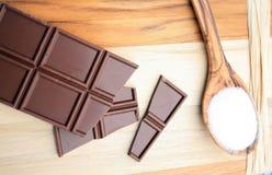 Σοκολάτα και κουτάλι της ζάχαρης Στοκ Εικόνα