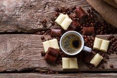 Σοκολάτα και φλιτζάνι του καφέ Στοκ Εικόνες