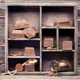 Σοκολάτα στο εκλεκτής ποιότητας κιβώτιο στοκ φωτογραφίες με δικαίωμα ελεύθερης χρήσης