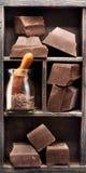 Σοκολάτα στο εκλεκτής ποιότητας κιβώτιο στοκ φωτογραφία με δικαίωμα ελεύθερης χρήσης
