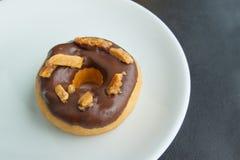 Σοκολάτα Donuts σε ένα πιάτο Στοκ Εικόνες