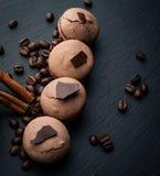 Σοκολάτα Macarons Στοκ εικόνες με δικαίωμα ελεύθερης χρήσης