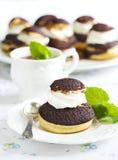 Σοκολάτα profiteroles με το krokantom Στοκ φωτογραφία με δικαίωμα ελεύθερης χρήσης