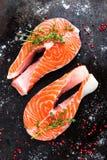 Σολομός φρέσκος σολομός ψαριών Ακατέργαστες μπριζόλες ψαριών σολομών Στοκ Εικόνα