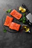 Σολομός φρέσκος σολομός ψαριών Ακατέργαστη λωρίδα ψαριών σολομών Στοκ Εικόνες