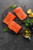 Σολομός φρέσκος σολομός ψαριών Ακατέργαστη λωρίδα ψαριών σολομών Στοκ Φωτογραφίες