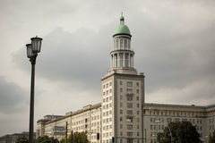 Σοσιαλιστική αρχιτεκτονική: Πύργος Allee αλλαντιδίων τύπου Φρανκφούρτης Στοκ φωτογραφία με δικαίωμα ελεύθερης χρήσης