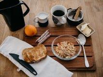 Σουηδικό πρόγευμα στο ξύλινο πιάτο στοκ εικόνες