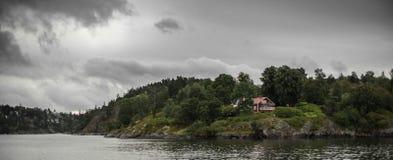 Σουηδικό σπίτι στην ακτή Στοκ φωτογραφίες με δικαίωμα ελεύθερης χρήσης