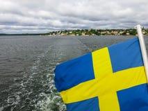 Σουηδική σημαία στο πίσω μέρος ενός πορθμείου Στοκ Φωτογραφία
