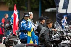 Σουηδικός αναβάτης Antonio Lindbaeck με τη σημαία Στοκ φωτογραφία με δικαίωμα ελεύθερης χρήσης