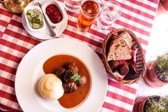 Σουηδικό κεφτές με την πολτοποιηίδα πατάτα Στοκ φωτογραφία με δικαίωμα ελεύθερης χρήσης