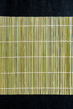 Σουσιών κυλώντας κυλίνδρων κατασκευαστής χαλιών μπαμπού υλικός Στοκ Φωτογραφία