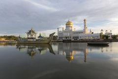 Σουλτάνος Omar Ali Saifuddien Mosque στο Μπρουνέι Στοκ Εικόνες