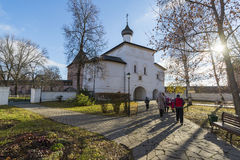 Σούζνταλ, Ρωσία -06 11 2015 Η εκκλησία πυλών Annunciation στο Σούζνταλ χτίστηκε 16ος αιώνας Χρυσό δαχτυλίδι του ταξιδιού της Ρωσί Στοκ φωτογραφία με δικαίωμα ελεύθερης χρήσης