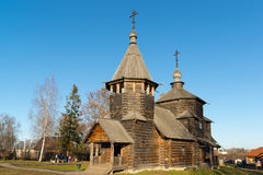 Σούζνταλ, Ρωσία - 6 Νοεμβρίου 2015 Ξύλινη αρχιτεκτονική μουσείων στο χρυσό δαχτυλίδι τουριστών στοκ εικόνες