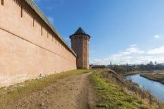 Σούζνταλ, Ρωσία -06 11 2015 Τοίχος του μοναστηριού του ST Euthymius, που ιδρύεται το 1350 Χρυσό δαχτυλίδι στο ταξίδι Στοκ Φωτογραφίες