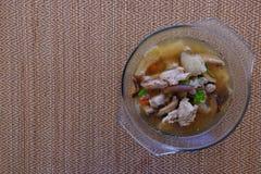 Σούπα ή ζωμός μανιταριών μπαμπού στο κύπελλο γυαλιού Στοκ φωτογραφία με δικαίωμα ελεύθερης χρήσης