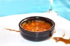 Σούπα θαλασσινών σε ένα μπλε ύφασμα Στοκ εικόνα με δικαίωμα ελεύθερης χρήσης
