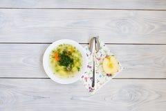 Σούπα και Apple στη Floral πετσέτα Στοκ Εικόνες
