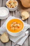 Σούπα κολοκύθας με τους σπόρους και croutons κολοκύθας Στοκ Εικόνα