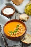 Σούπα κολοκύθας με chickpeas και το μαϊντανό Στοκ Φωτογραφίες