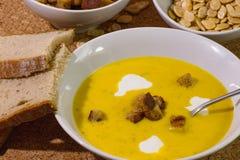 Σούπα κολοκύθας με croutons ψωμιού Στοκ Φωτογραφία