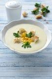 Σούπα κρέμας λαχανικών με το καλαμπόκι, croutons και το μαϊντανό Στοκ φωτογραφία με δικαίωμα ελεύθερης χρήσης
