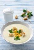 Σούπα κρέμας λαχανικών με το καλαμπόκι, croutons και το μαϊντανό Στοκ Εικόνες