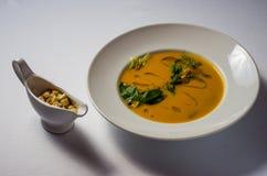 Σούπα κρέμας κολοκύθας με το μπέϊκον βόειου κρέατος στοκ φωτογραφίες
