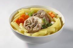 Σούπα μακαρονιών με hock χοιρινού κρέατος Στοκ φωτογραφία με δικαίωμα ελεύθερης χρήσης
