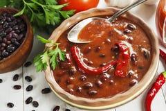 Σούπα με το κόκκινο πιπέρι φασολιών και τσίλι στοκ φωτογραφία