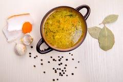 Σούπα με το μπέϊκον και το σκόρδο στοκ φωτογραφία