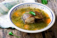 Σούπα με sorrel και ένα ψάρι Εκλεκτική εστίαση Στοκ φωτογραφία με δικαίωμα ελεύθερης χρήσης