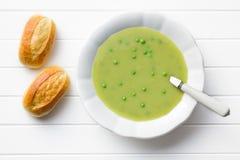 Σούπα μπιζελιών στο πιάτο Στοκ Εικόνες