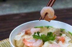 Σούπα νουντλς γαρίδων wonton με το αργό χοιρινό κρέας στη σούπα Στοκ φωτογραφίες με δικαίωμα ελεύθερης χρήσης