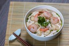 Σούπα νουντλς γαρίδων wonton με το αργό χοιρινό κρέας Στοκ Εικόνες