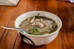 Σούπα νουντλς ρυζιού μπριζολών χοιρινού κρέατος Στοκ Εικόνα