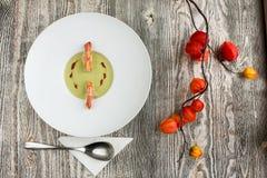 Σούπα πράσινων μπιζελιών και γαρίδων Στοκ φωτογραφία με δικαίωμα ελεύθερης χρήσης