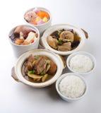 σούπα ρυζιού χορταριών παπιών κοτόπουλου claypot Στοκ Εικόνες
