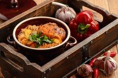 Σούπα σκόρδου με τα αυγά και το ψωμί, κουζίνα ύφους της Ισπανίας Στοκ εικόνες με δικαίωμα ελεύθερης χρήσης