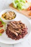 σούπα σπανακιού νερού χοιρινού κρέατος και κάρρυ με το ρύζι μούρων Στοκ Εικόνες