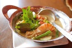 Σούπα του Tom yum με τις γαρίδες και τα καρυκεύματα Στοκ Εικόνα
