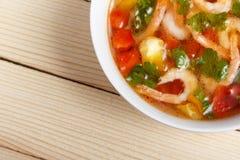 Σούπα των φρέσκων λαχανικών με τις γαρίδες Στοκ εικόνες με δικαίωμα ελεύθερης χρήσης