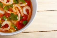 Σούπα των φρέσκων λαχανικών με τις γαρίδες Στοκ Φωτογραφίες